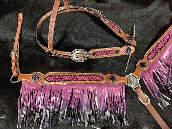 Western-Kopfstück mit Perleninlay, Set aus Trense und Vorderzeug mit Leder-Fransen pink