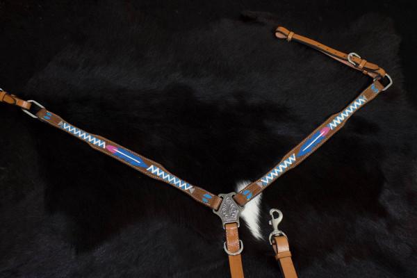 Vorderzeug mit farbig punzierten Federn und Pfeilen, pink, weiss, blau